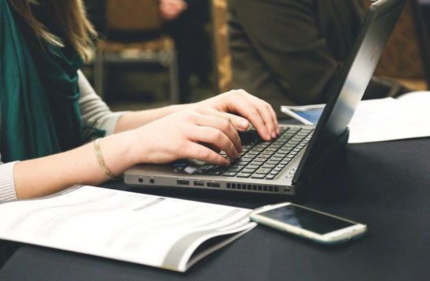 Oferta de empleo en gestión administrativa y atención telefónica
